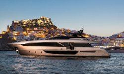 Maximus yacht charter