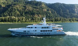 Chasseur yacht charter