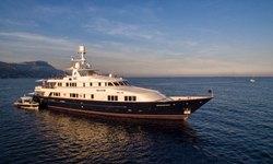 BLU 470 yacht charter