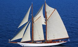 Aello yacht charter