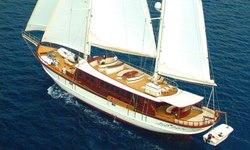 Riana yacht charter