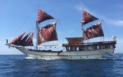Nyaman Boat yacht charter