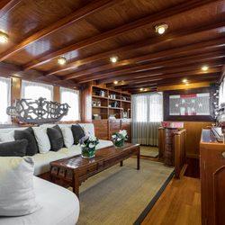 Thanda Island Yacht Cruise Photo 5