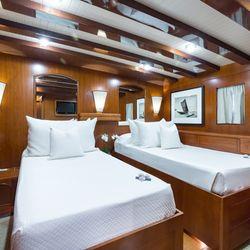 Thanda Island Yacht Cruise Photo 16