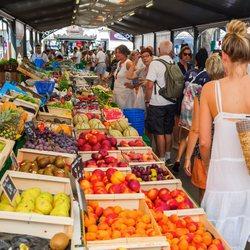 Place Des Lices Market Photo 36