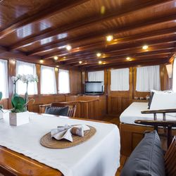 Thanda Island Yacht Cruise Photo 9
