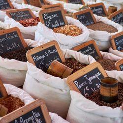 Place Des Lices Market Photo 12
