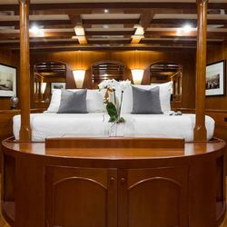Thanda Island Yacht Cruise Photo 12