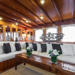Thanda Island Yacht Cruise Photo 21