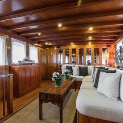 Thanda Island Yacht Cruise Photo 4