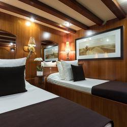 Thanda Island Yacht Cruise Photo 13