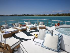Superyacht HIGHLANDER Offers Exclusive Rate for Christmas and New Year Charter