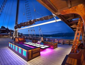 Luxury Phinisi 'Dunia Baru' Wins Charter Accolade at Asia Boating Awards