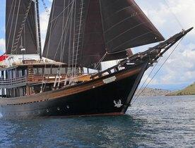 Last chance of 2018 to charter superyacht 'Dunia Baru' in Komodo