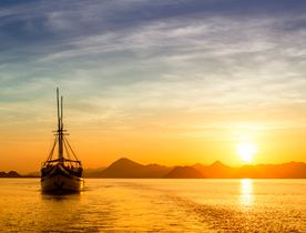 5 Reasons to Visit Komodo on a Luxury Yacht Charter