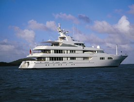 Luxury Motor Yacht PARAFFIN Lowers Christmas Charter Rate in the Caribbean