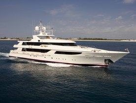 Luxury Yacht AQUAVITA Offers New Year's Charter in the Caribbean