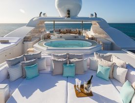 Feadship yacht charter deal: superyacht HANIKON reveals special offer