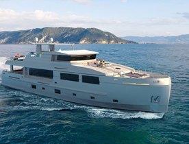 FIRST LOOK: Motor Yacht SERENITAS's Modern Interior Design