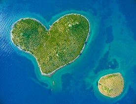 5 heart-shaped islands to visit by luxury yacht