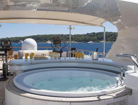 Greece yacht charter discount: save with superyacht 'Lady Ellen II'