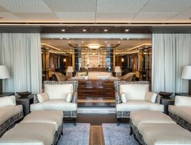 Icon Luxury Yacht 'Party Girl' Offers Special Introductory Rate over the Holidays