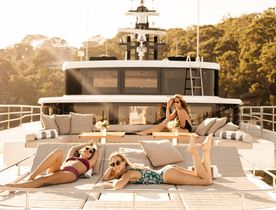 Whitsundays yacht charter special: superyacht ONEWORLD reduces weekly rate