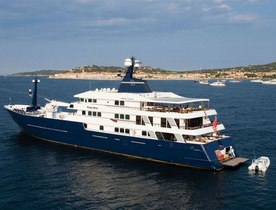 Motor Yacht 'FORCE BLUE' Lowers Charter Rate for the Rest of Season