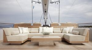 superyacht TWIZZLE deck