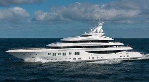 Lurssen Lady Lara at sea