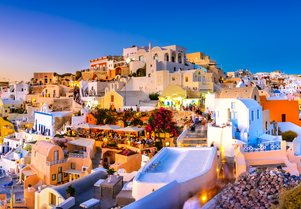 Five Reasons to Visit Santorini on a Luxury Yacht Charter