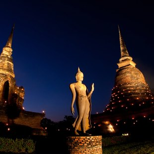 Get Lost in the Beauty of Wat Mahathat