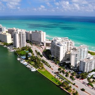 Discover 'Magic City' on a Miami Yacht Charter