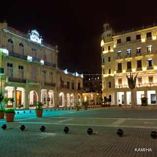 La Plaza Vieja at night