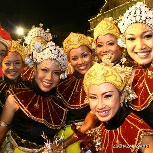 Traditional Malaysian dancers