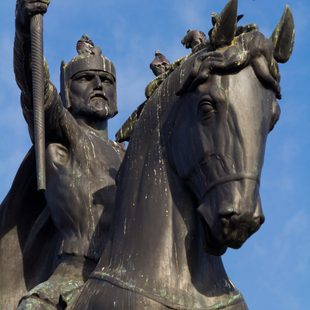Admire the Majestic Statue of King Tomislav