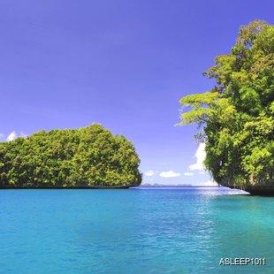 Narrow isthmus between islands