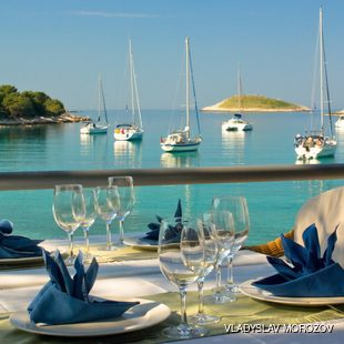 Anchor your Sailing Yacht in the Celebrus Lagoon