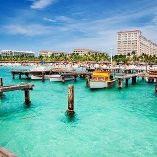 Aruba dock in sunshine