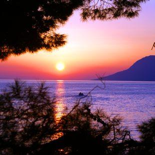 Enjoy a Serene Sunset in Vis