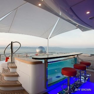 Sundeck Jacuzzi with Bar