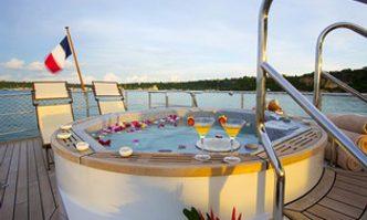 Paolyre yacht charter Ocea Motor Yacht