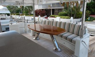 Jus Chill'N' yacht charter Cheoy Lee Motor Yacht
