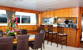 Tortuga yacht charter Knight & Carver Motor Yacht