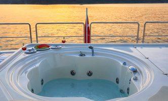 Funda D yacht charter Custom Line Motor Yacht