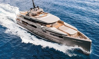 Giraud yacht charter Tecnomar Motor Yacht