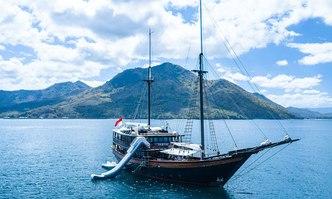 Dunia Baru yacht charter Konjo Boat builders Motor/Sailer Yacht