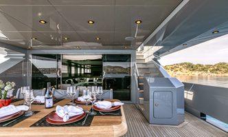 Mado yacht charter Horizon Motor Yacht