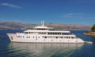 Yolo yacht charter Custom Motor Yacht