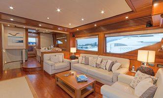 Alfea yacht charter Cnsa - Alalunga Motor Yacht